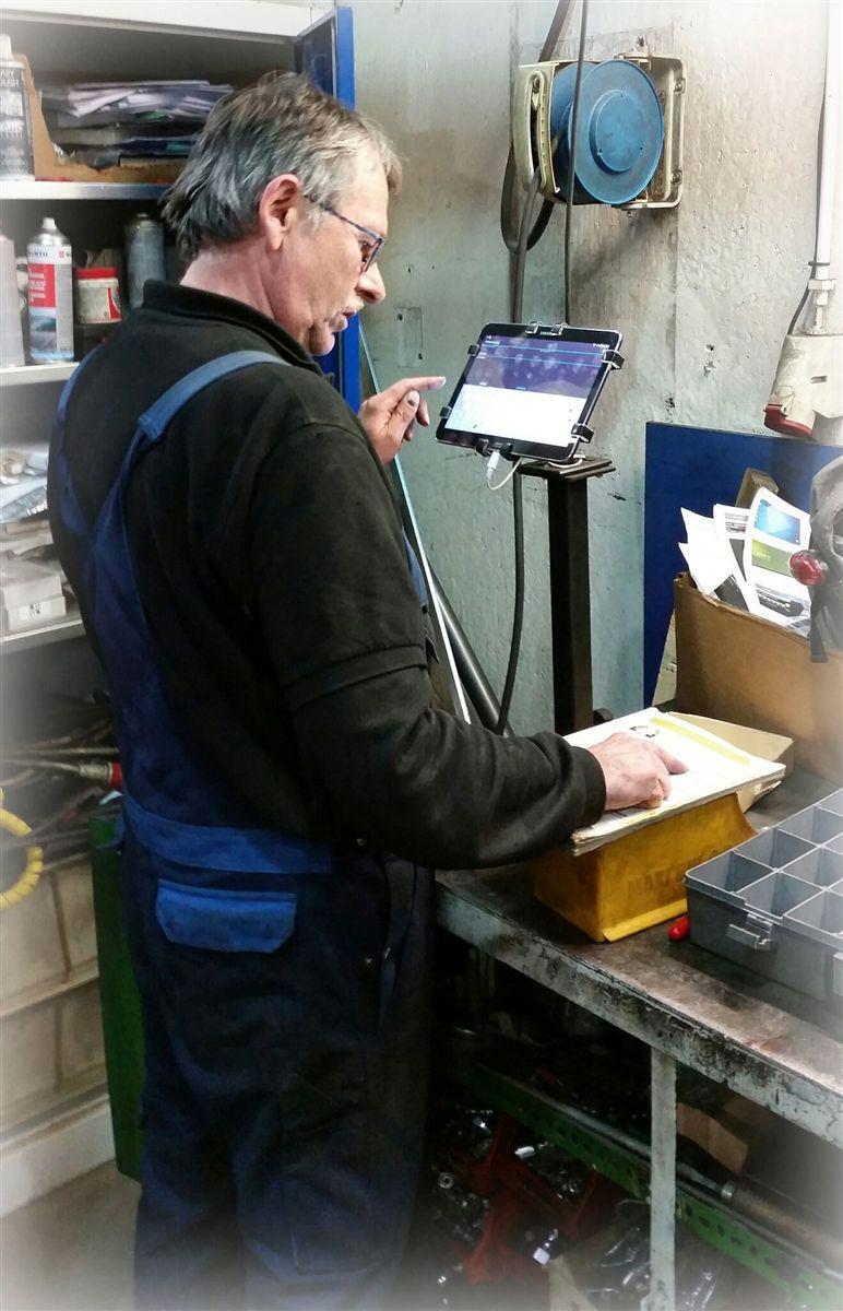 tablet in workshop gripzo grip